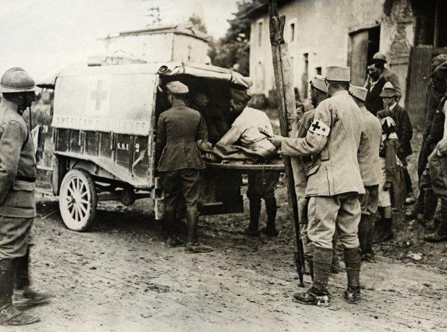 Traslado de heridos franceses en Verdún. La batalla produjo cerca de medio millón de heridos. (corbis)